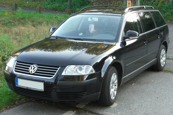 Volkswagen. Doňho Ubľania naložili osem Vietnamcov.