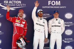 Zľava Sebastian Vettel, Lewis Hamilton a Valtteri Bottas.