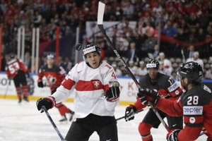 Švajčiari bojujú proti Kanaďanom.