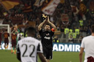 Domáci Rimania zvíťazili 3:1 nad tímom Juventusu Turín a minimálne oddialili jeho majstrovské oslavy.