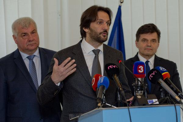 Projekt je výsledkom dohody troch ministrov.