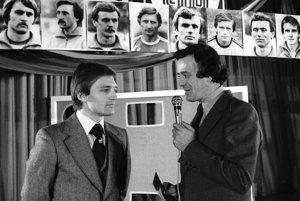 Ladislav Jurkemik (vľavo) vroku 1980 počas rozhovoru stelevíznym komentátorom Karolom Polákom.