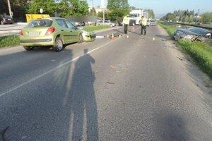Pri nehode došlo k jednému zraneniu.