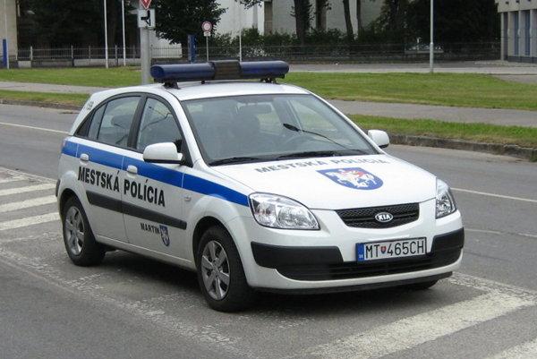 Hliadka martinskej mestskej polície v teréne.