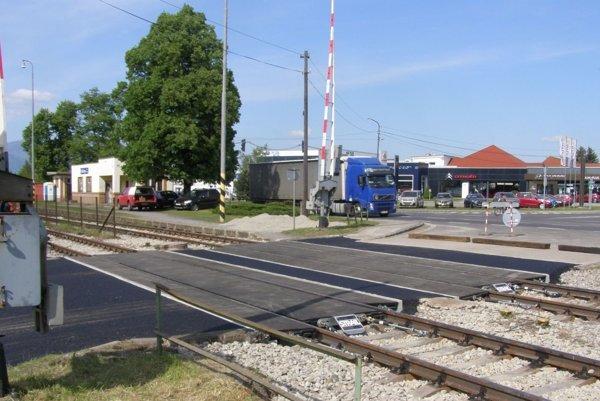 Železničné priecestie vKošťanoch je už opravené.