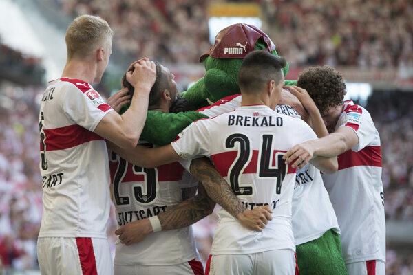 Futbalisti Stuttgartu sa tešia z postupu medzi elitu.