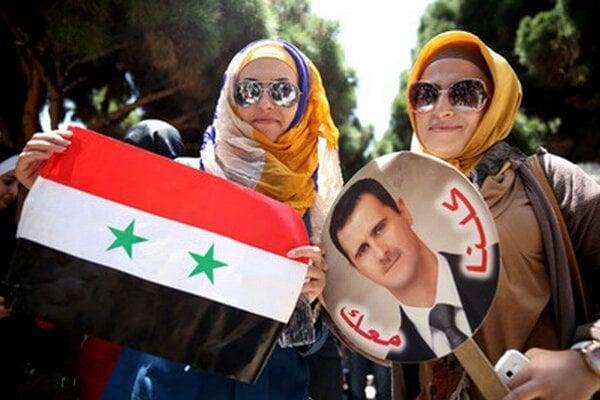Dve Sýrčanky žijúce v Iráne podporujú prezidenta Bašára Asada.