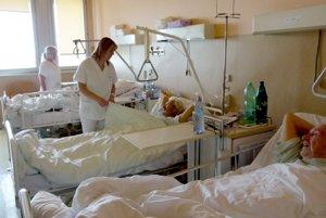 Nedostatok lekárov je hlavne na internom oddelení, ale aj na gynekológii, oddelení dlhodobo chorých, chirurgii.