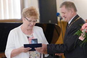 V kategórii Sestra sa Zdravotníkom roka 2016 stala vedúca sestra gynekologicko-pôrodníckeho oddelenia Nemocnice v Leviciach Eva Moravská.