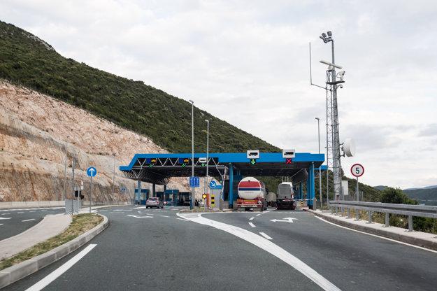 Ani na hraniciach medzi Chorvátskom a Bosnou a Hercegovinou sa príliš dlho nezdržíte.