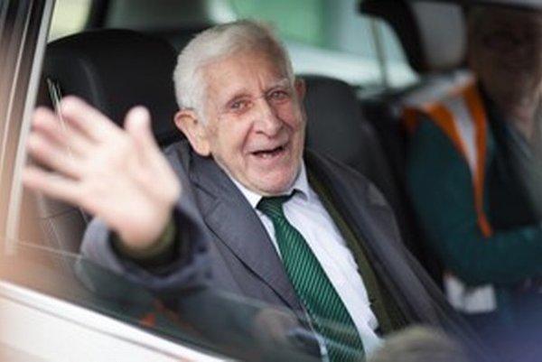Veterán Bernard Jordan vystrašil známych a personál domovu dôchodcov na juhu Anglicka.