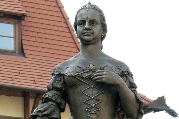 Socha M. Terézie naNádvorí Európy vKomárne.