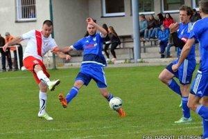 Spokojný so vstupom do súťaže je nepochybne aj kapitán Belej Martin Kováčik (v červeno-bielom).