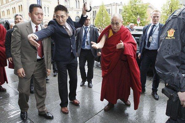 Tibetský duchovný vodca dalajláma počas návštevy v nórskej metropole Oslo.