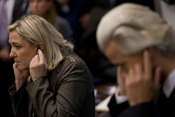 Holanďan Gert Wilders a Marine Le Penová používajú v politike podobné postupy.