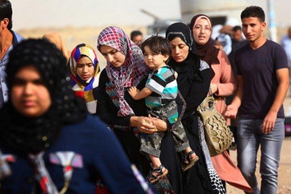 Sýrski utečenci na hraniciach.