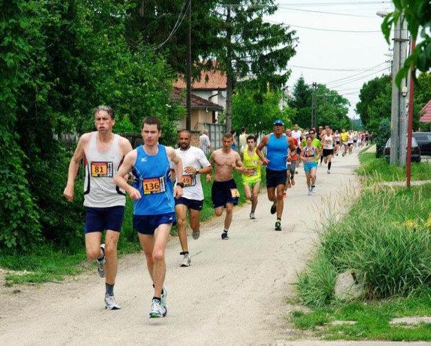 Bežci si môžu vybrať dve trate.