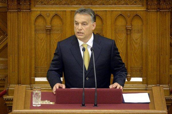 Viktor Orbán najskôr oslavoval odchod Rusov, potom s nimi rokoval.