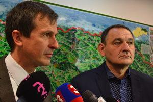 Predseda PSK Peter Chudík a Anton Marcinčin, splnomocnenec vlády SR pre podporu najmenej rozvinutých okresov.