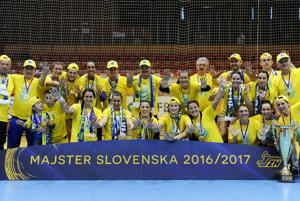 Hádzanárky Iuventy Michalovce získali rekordný desiaty titul majsteriek Slovenska.