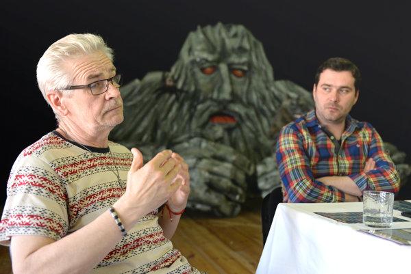 Zľava riaditeľ festivalu Ivan Sogel a riaditeľ Bábkového divadla Košice Pavol Hrehorčák.