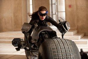 Anne Hathaway ako Catwoman vo filme Návrat Temného rytiera.