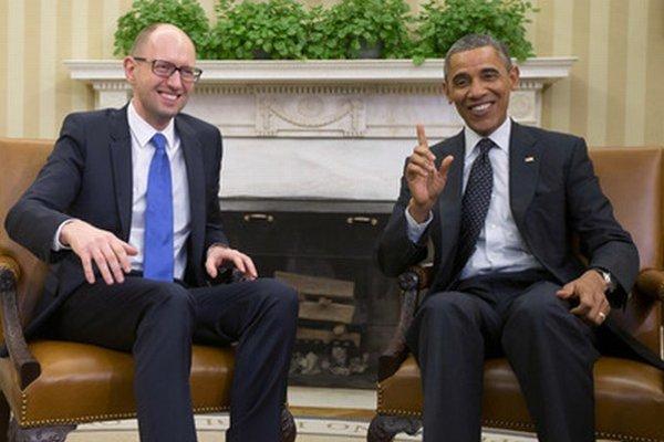 Ukrajinský premiér Arsenij Jaceňuk v Bielom dome s americkým prezidentom Barackom Obamom.