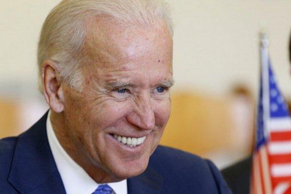 Joe Biden sa usmieva na stretnutí v litovskom Vilniuse.