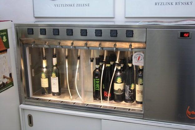 V Informačnom centre VOC Znojmo vo Vlkovej veži sa dá víno ochutnať v menšom množstve ako je tradičná fľaša.
