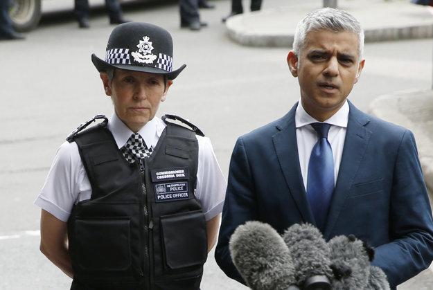 Londýnsky starosta Sadiq Khan (vpravo).