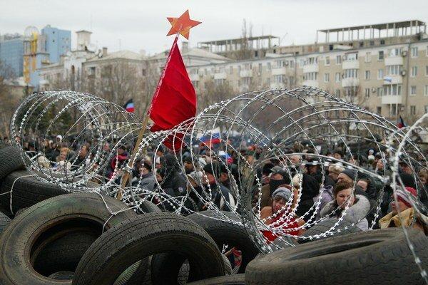 Kríza na Ukrajine dostala Rusko do medzinárodnej izolácie.