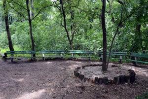 Lavičky v Horskom parku.