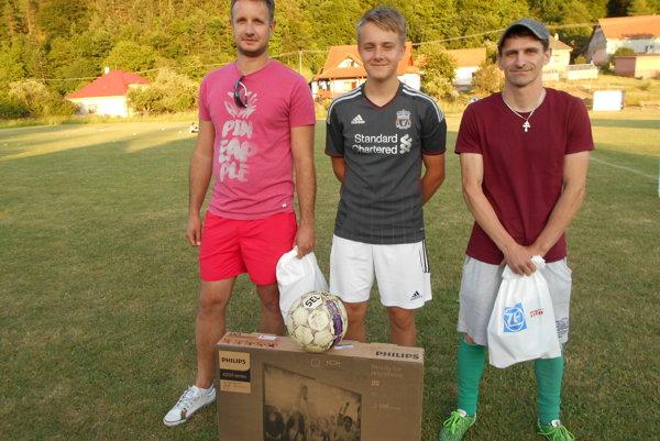 Najlepší v penaltách boli (zľava): Jozef Koritina, Šimon Kolník, Igor Konštiak.