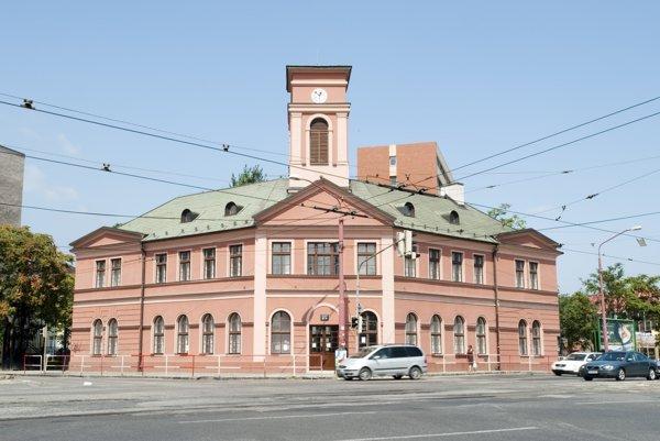 Budova Prvej konskej železnice v Bratislave na križovatke Krížnej a Legionárskej ulice.