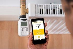 V smartfóne môžete mať aplikáciu, ktorá vás naučí šetriť energiu.