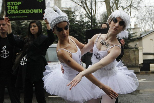V Londýne v stredu protestovali za práca homosexuálov v Rusku. Do protestu sa zapojili aj baletky.