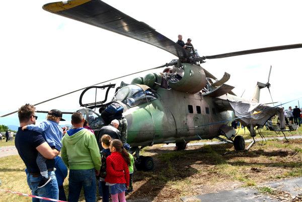 Deti lákala najmä vojenská technika.