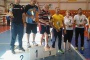 Prievidzský tréner Libor Mokrý st. preberá pohár za 3. miesto.