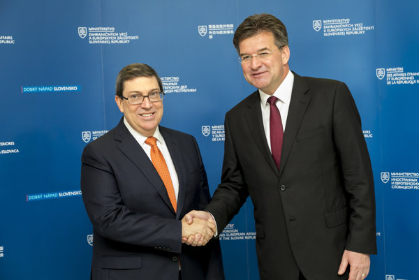 Minister zahraničných vecí a európskych záležitostí SR Miroslav Lajčák (na snímke vpravo) privítal na pôde rezortu diplomacie svojho kubánskeho rezortného partnera Bruna Rodrígueza Parrillu (na snímke vľavo).