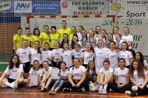 FHT Košice. Na turnaji vhádzanej dievčat reprezentovali vkategóriách r. 2004, r. 2002 ar. 2000.
