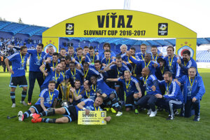 Slovan Bratislava ja úradujúcim obhajcom Slovnaft Cupu.