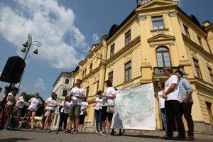 Kampaň dnes spustili priamo pred Úradom Banskobystrického samosprávneho kraja.