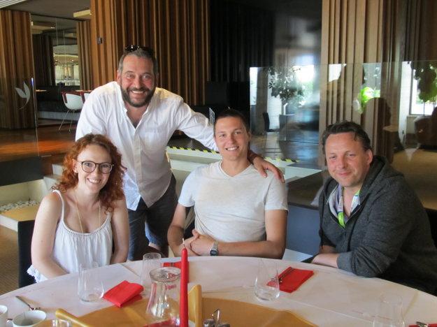 Našli veľa spoločných tém. Veronika a Filip sa s Martinom Mňahončákom a Martinom Melom cítili výborne.