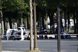 Polícia zasahovala na Champs-Élysées.