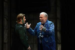 Peter Mikuláš v opere Don Carlo.