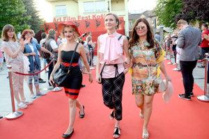 Košičanka Katka Kamencová (vľavo). Zahrala si vo filme Ivety Grófovej Piata loď.
