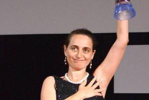 Mimoriadna a splnomocnená veľvyslankyňa Bulharska Yordanka Chobanova . Prevzala Modrého anjela pre najlepší film festivalu Glory.