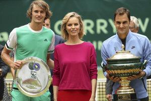 Turnaj v Halle ovládol legendárny Federer (vpravo).