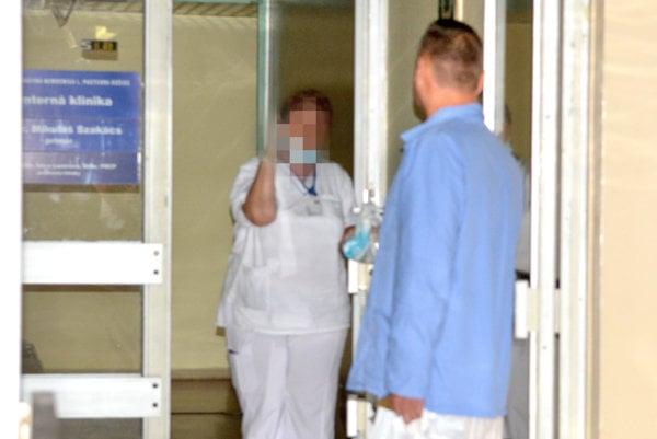 Poslanca Sidora sme takto odfotili v nemocnici.