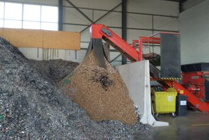 Plasty a papier, ktoré nie je možné recyklovať, sa podrvia a slúžia ako palivo napríklad v cementárni.